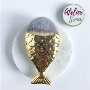 🧜♀️ Gold Mermaid Fishtail Brush
